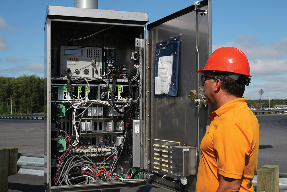 MTQ – Traffic Light Distribution and Control Cabinet - Orange ...
